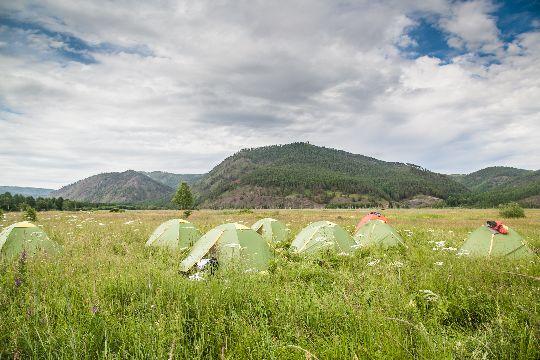 Гармонично подобранные под местность палатки