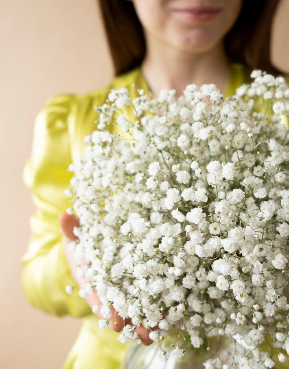 картинка Круглый букет невесты из гипсофилы от магазина Одежда+