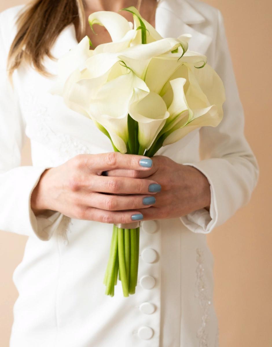 картинка Букет невесты из калл от магазина Одежда+