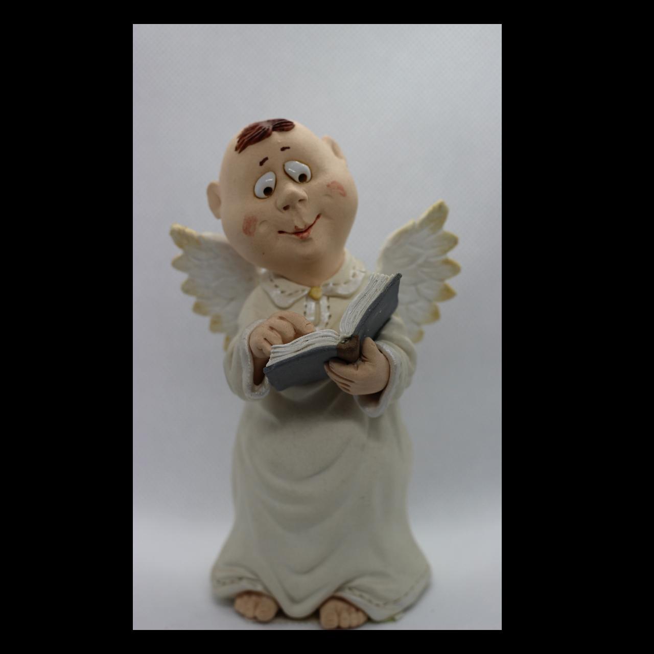 Ангелочек с книжкой
