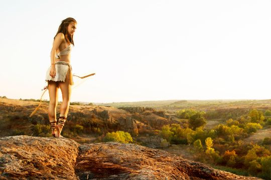 Амазонка с луком