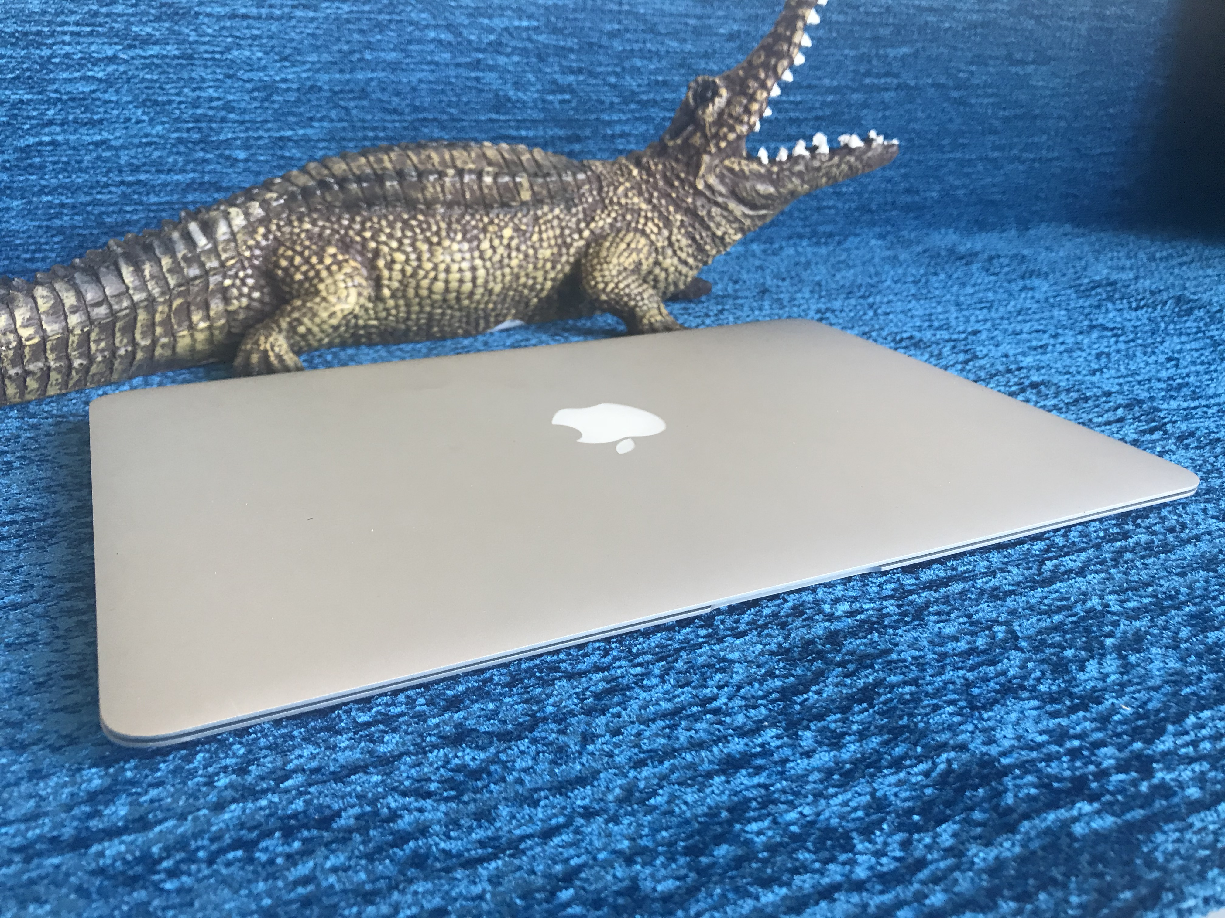 Apple MacBook Air 13.3 дюйма i-5