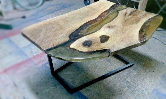 Стол с заливкой смолой