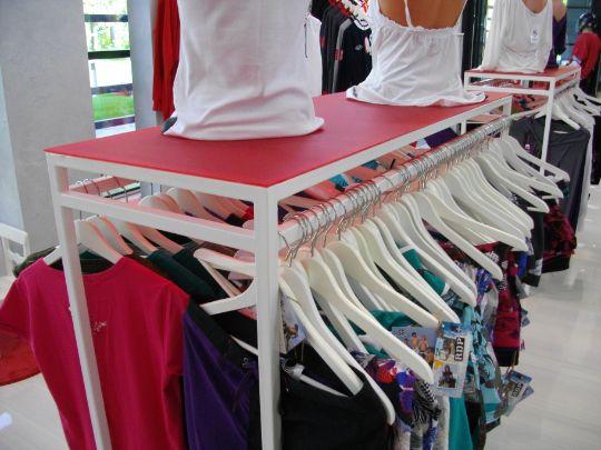 Вешалка для магазина одежды