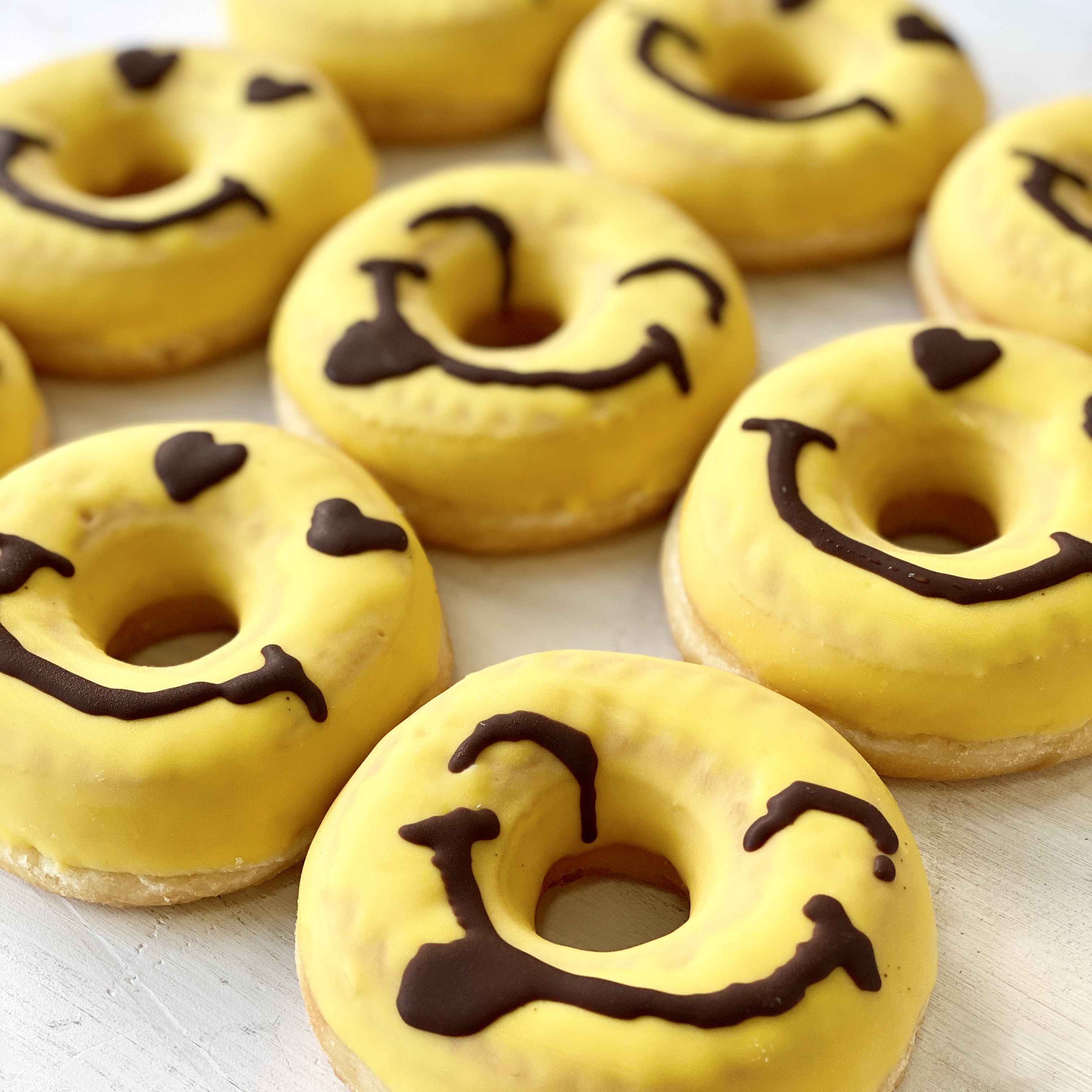 """Пончик """"Joy"""" с жёлтой кондитерской глазурью (Польша, 684гр)"""
