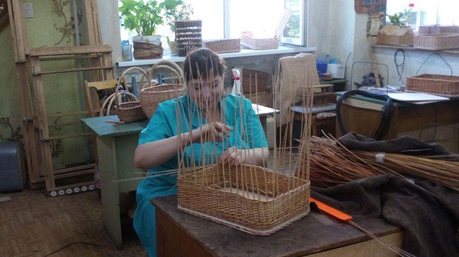 плетение короба из лозы