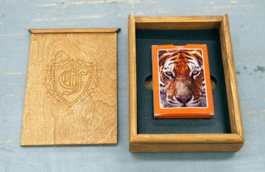Заказать изготовление колод карт в деревянном пенале