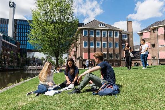 картинка Подготовка к бакалавриату Нидерландов. OnCampus University of Amsterdam от агентства AcademConsult