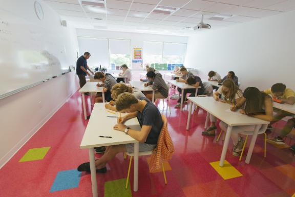 картинка EF Academy от агентства AcademConsult