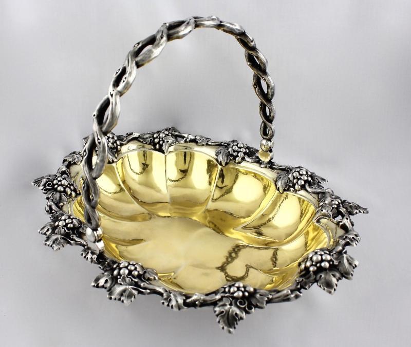 картинка Антикварная ваза-сухарница, украшенная виноградными лозами от магазина Одежда+