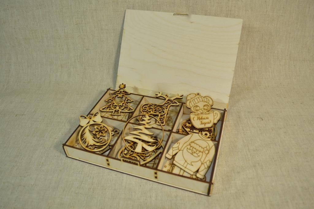 картинка Подарочная коробка с игрушками большая, арт.Ф00102 - подарки и декор из дерева - подереву.рф