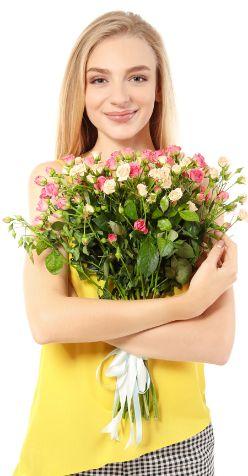 Подбор модели для съемок цветов с фотомоделью для рекламы