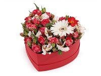 Фотосъемка цветов в коробке сердце