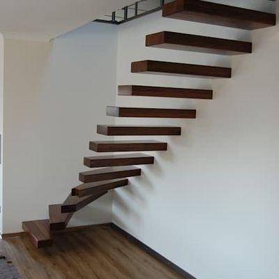 Лестница парящая с поворотом