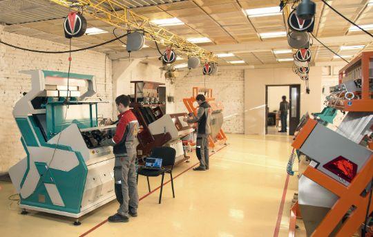 СиСорт — разработчик и производитель высокоточного оборудования для сортировки сыпучих продуктов по цвету. Завод СиСорт.