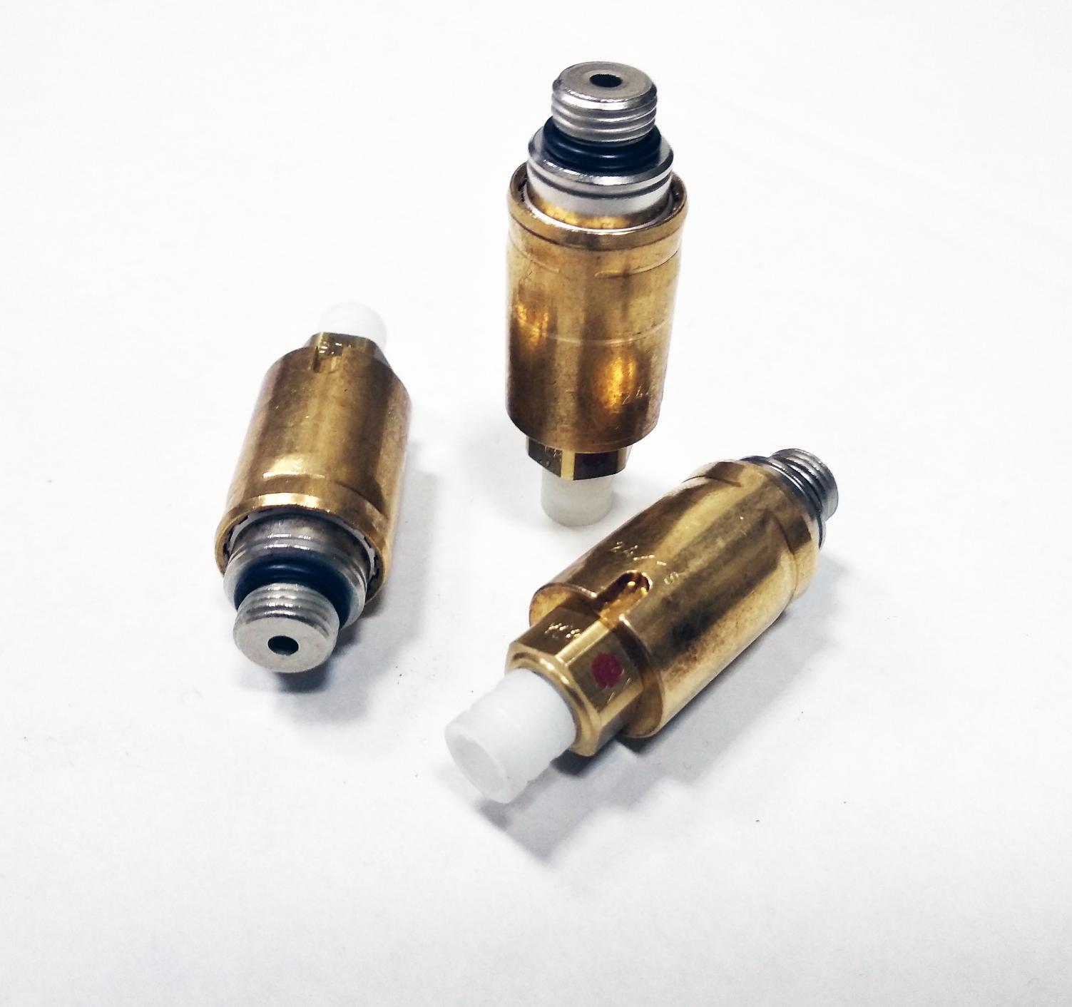 картинка Оригинальный Нагнетательный клапан (штуцер) пневмоподвески Voss Automotive для VW Touareg GP, Audi Q7, Porsche Cayenne (7L0616813B, 7L0616814B) от магазина пневмоподвески ПневмоМаркет