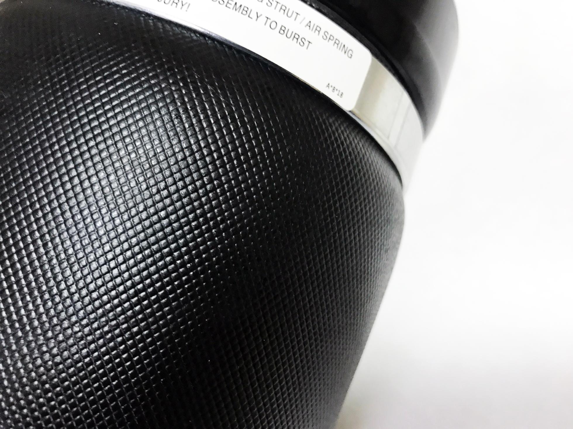 картинка Новая передняя пневмостойка с ADS для Mercedes W164 ML / GL (A1643204313) от магазина пневмоподвески ПневмоМаркет