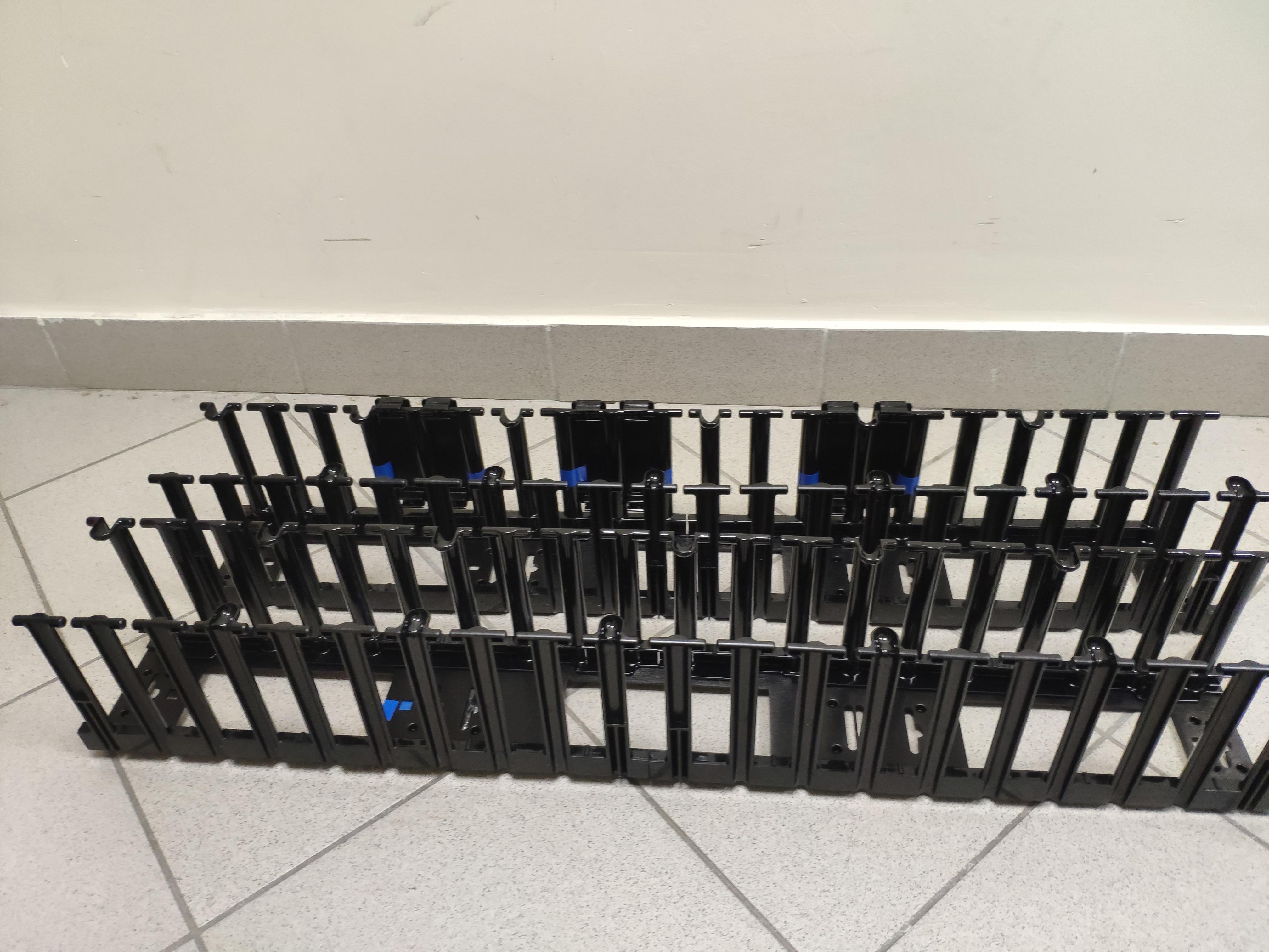 Вертикальный органайзер кабелей APC AR7580