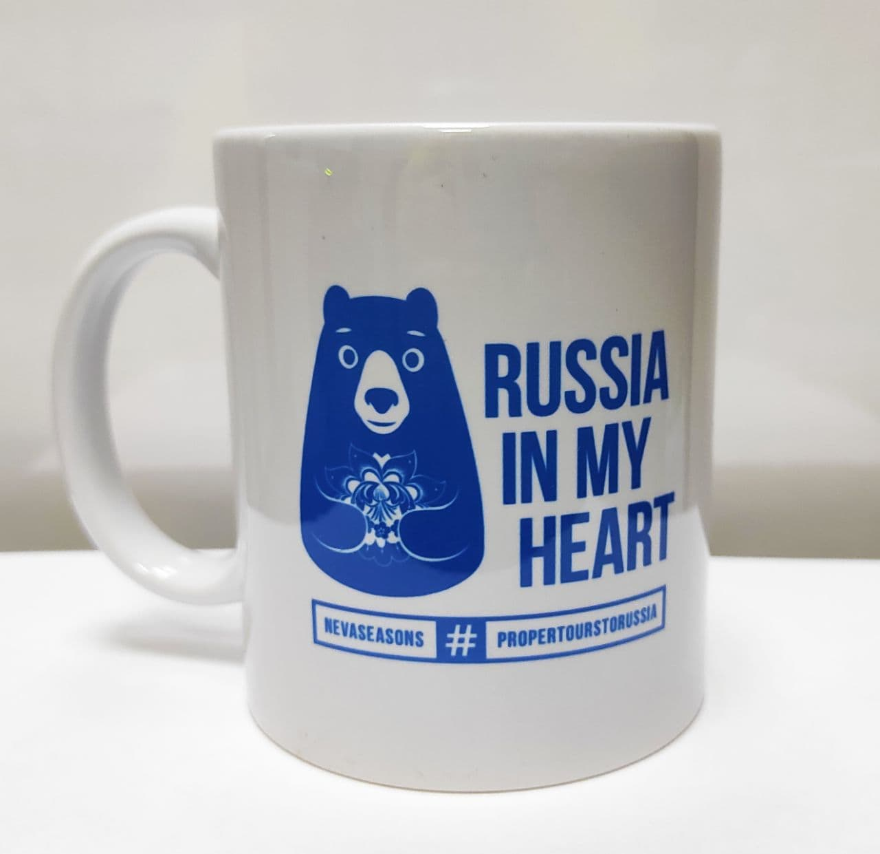 "Белая кружка с синим принтом ""Russia in my heart"""