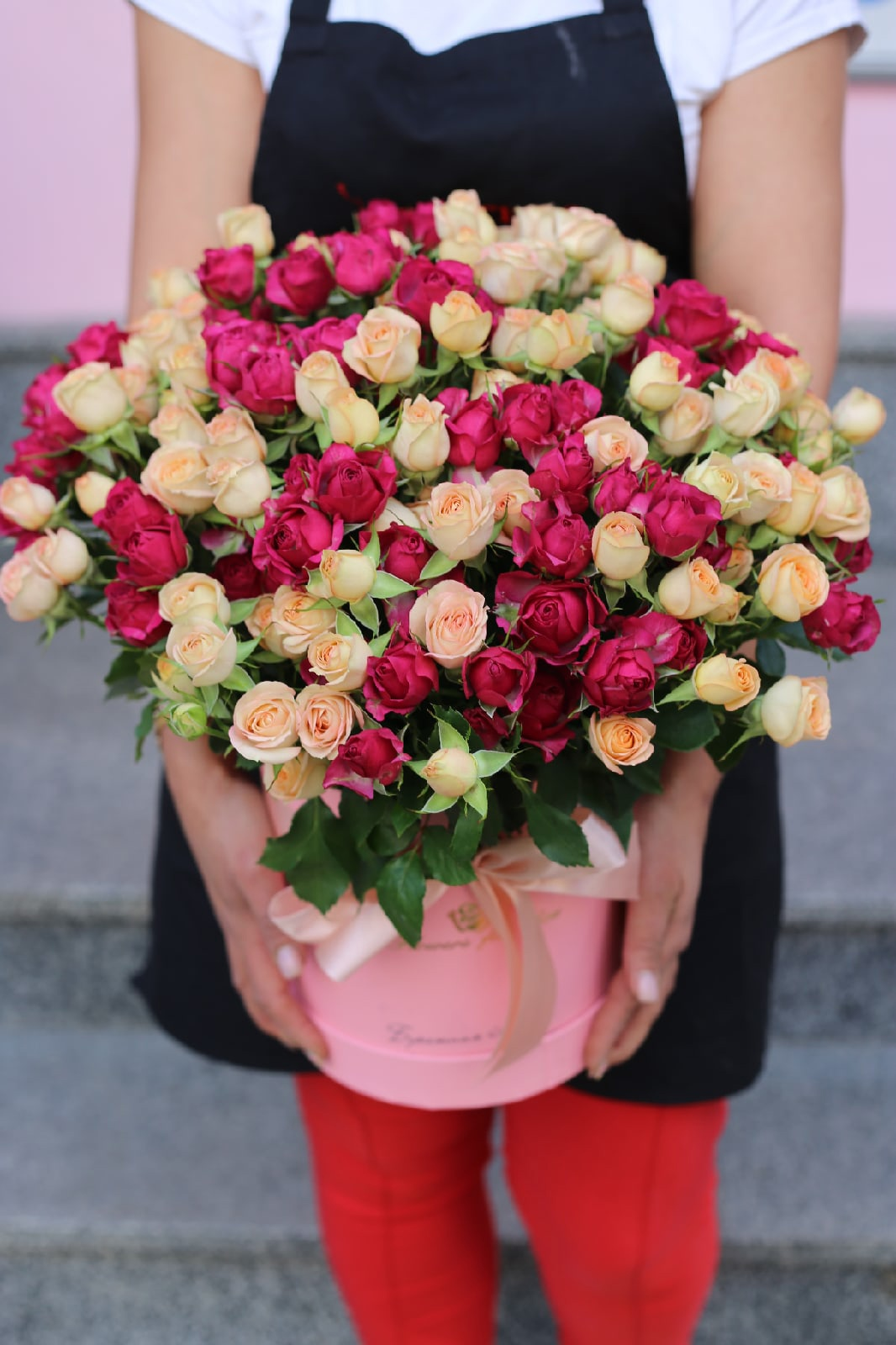 51 кустовая роза в коробке